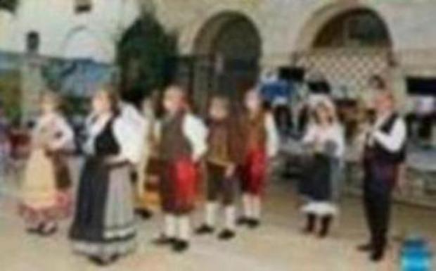 Actuación de los Grupos de Rondalla y Danzas del Centro de Día de Mayores de Dueñas