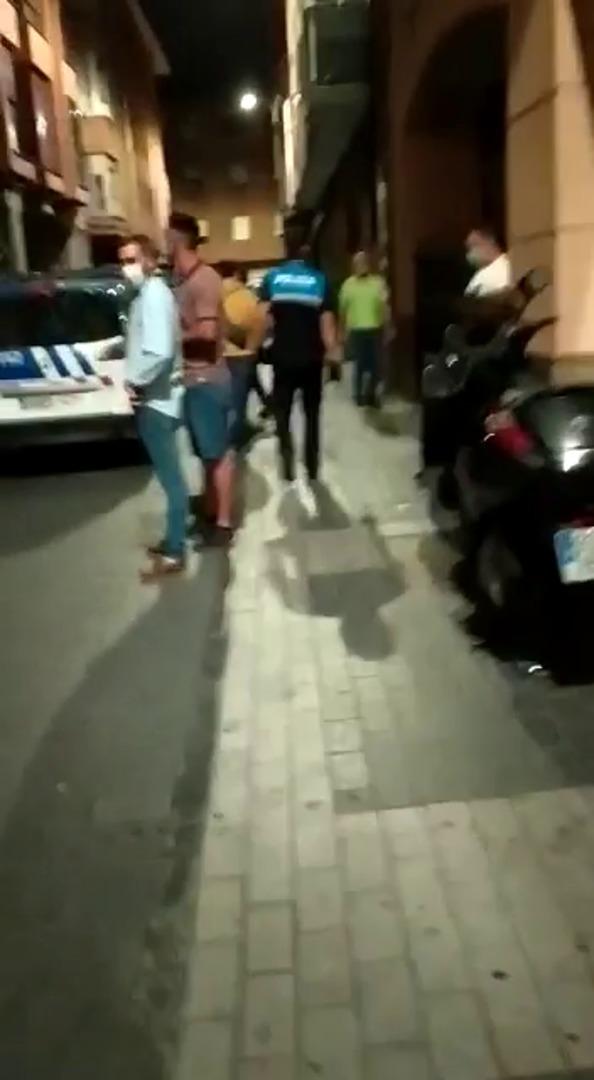 Despliegue policial en un bar de Palencia
