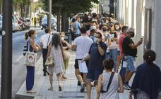 Largas colas en Valladolid para solicitar las ayudas de los ERTE