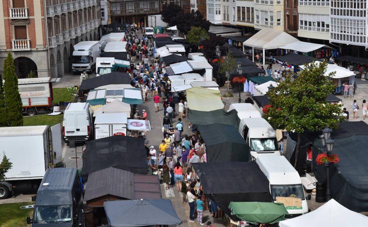 El mercado de Aguilar multiplica su afluencia