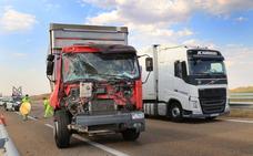 Un accidente de dos camiones en la A-67 a la altura de Monzón se salda sin heridos