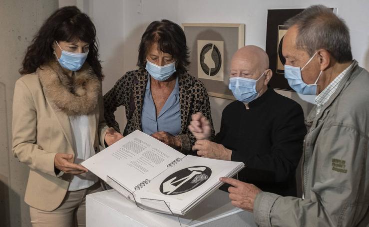 Inauguración de la exposición 'Las ratas (Miguel Delibes). Xilografías de José Noriega' en la Casa Revilla de Valladolid