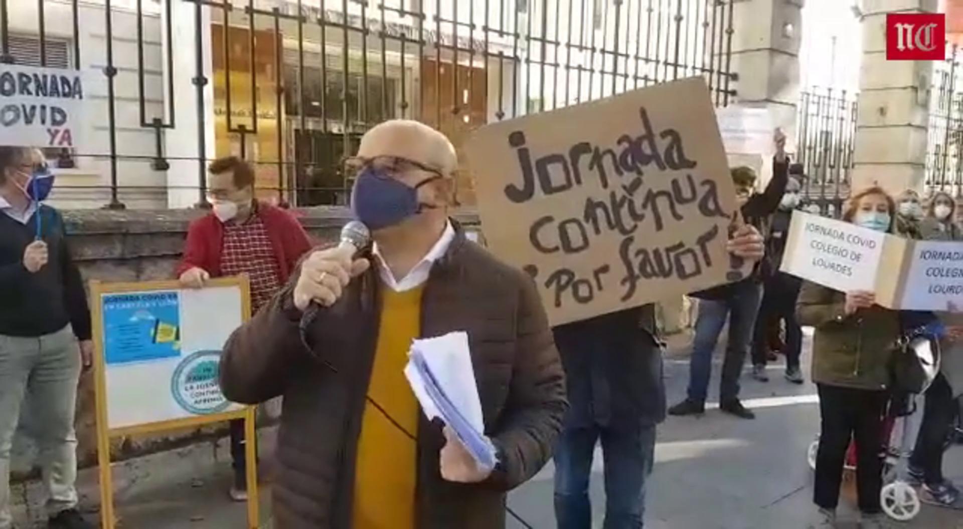 Protesta de padres en Valladolid para pedir la jornada escolar continua