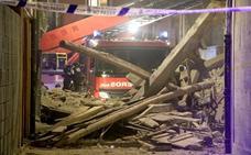 Un inmueble se desploma en el Barrio Húmedo de León sin causar heridos pero sí importantes daños materiales