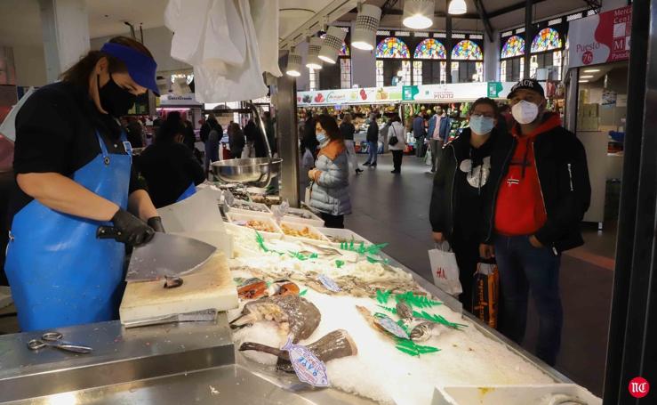 El mercado central de Salamanca se prepara para las compras navideñas