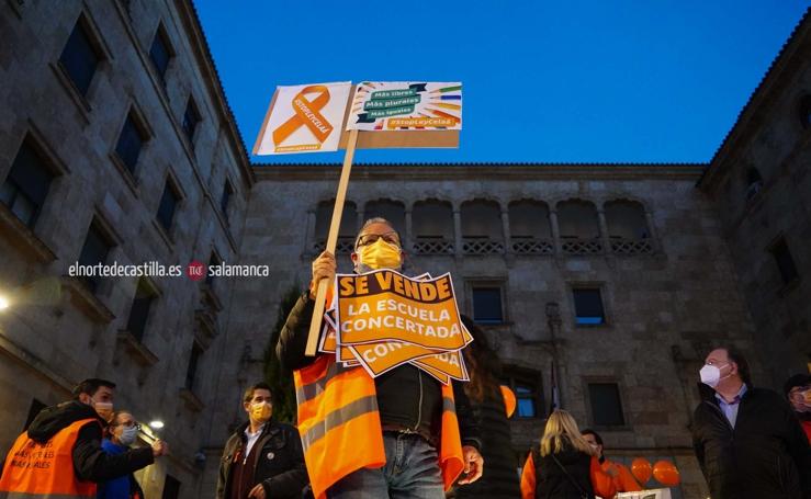 Cientos de personas muestran su rechazo a la Ley Celaá en Salmanca