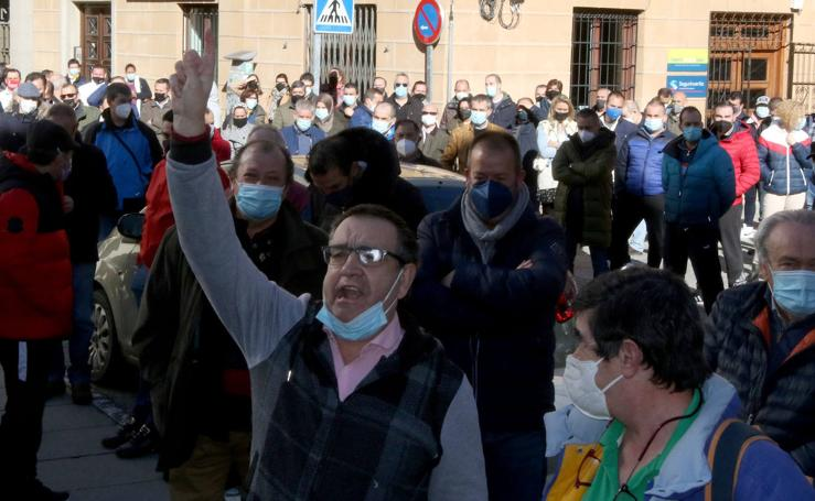 Los hosteleros de Segovia piden la dimisión de Mañueco y ensalzan a Díaz Ayuso
