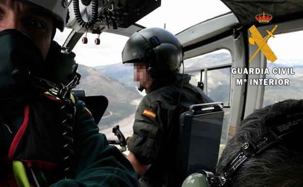 Eavacuación del lesionado en el helicóptero./EL NORTE