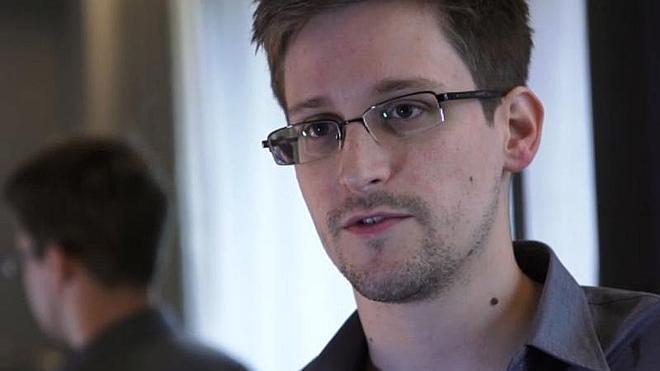 Oliver Stone llevará al cine la historia de Edward Snowden