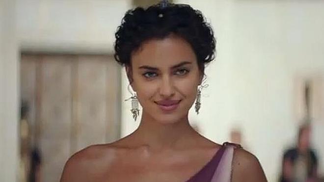 Irina Shayk se desnuda en el tráiler de 'Hércules'
