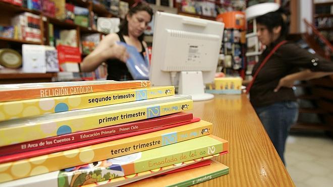 Los padres católicos critican que la Lomce obligue a cambiar los libros de texto