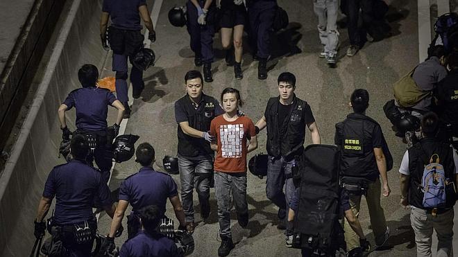 Violentos choques entre policía y manifestantes en Hong Kong
