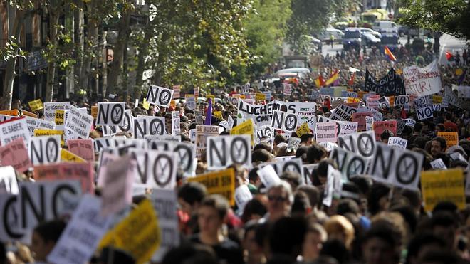 Los estudiantes se manifiestan contra la Lomce al grito de «Wert dimisión»