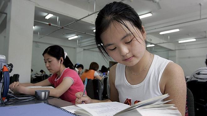 Los estudiantes chinos tendrán 'antecedentes' si copian o plagian exámenes