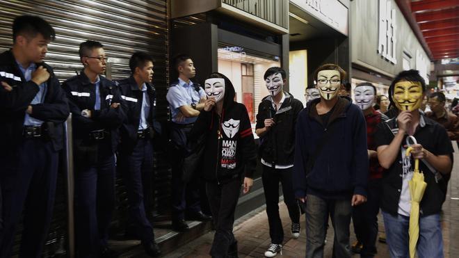 Nuevos enfrentamientos entre manifestantes y policías en Hong Kong