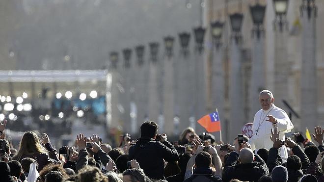 El Papa ordena instalar duchas para los sin techo del Vaticano