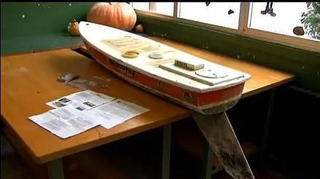 Una embarcación revoluciona un colegio gallego