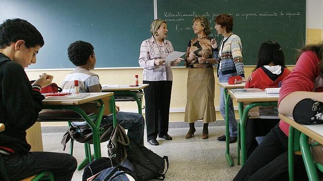 La enseñanza pública ha perdido casi 20.000 profesores en cuatro años