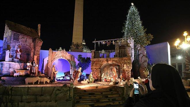 El Vaticano inaugura belén, árbol de Navidad e iluminación en la Plaza de San Pedro