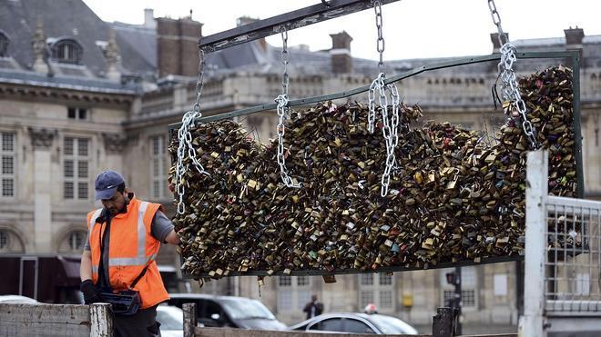 El Puente de las Artes de París se libera de los candados de amor