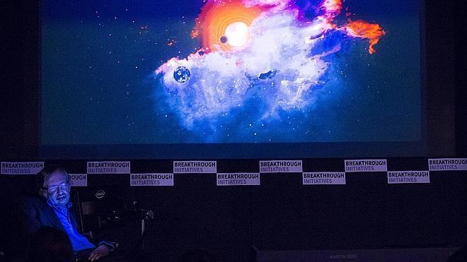 Stephen Hawking lanza el mayor programa de búsqueda de vida extraterrestre