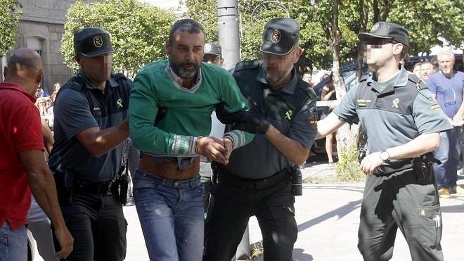 Prisión sin fianza para el padre acusado de matar a sus hijas