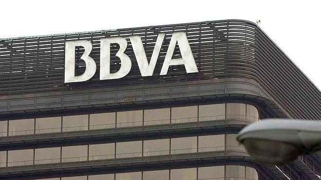 BBVA cobrará una comisión de dos euros a no clientes por el uso de sus cajeros a partir del 21 de septiembre