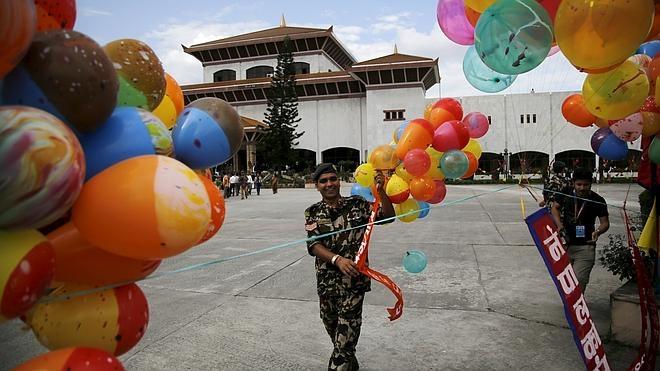 Nepal promulga formalmente su Constitución