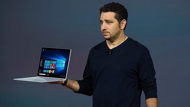 Microsoft lanza su primer portátil