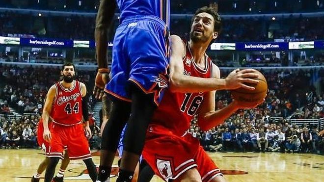 Rose despierta en el momento oportuno y salva a los Bulls