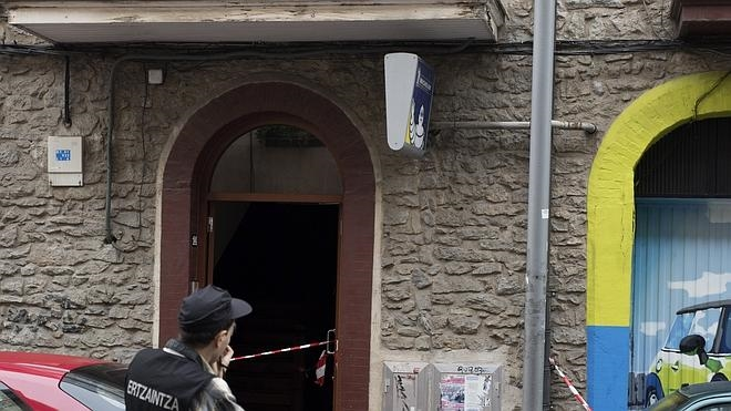El hombre que tiró a una niña por la ventana en Vitoria fue descubierto abusando de ella