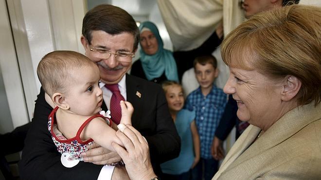 Merkel visita un campo de refugiados en Turquía en plena tensión por el acuerdo migratorio