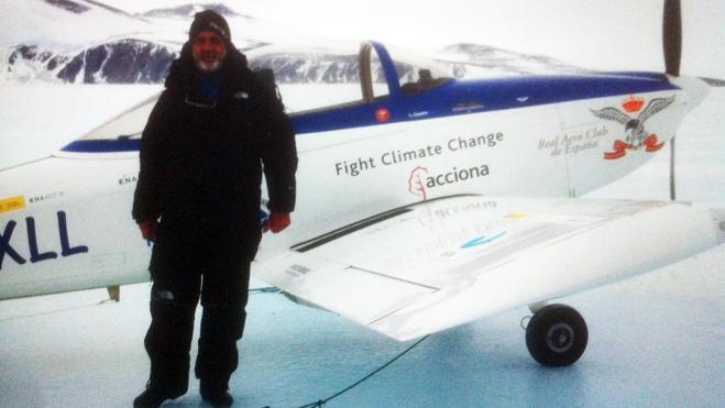 Un español cruza en avioneta la Antártida durante su vuelta al mundo por los polos