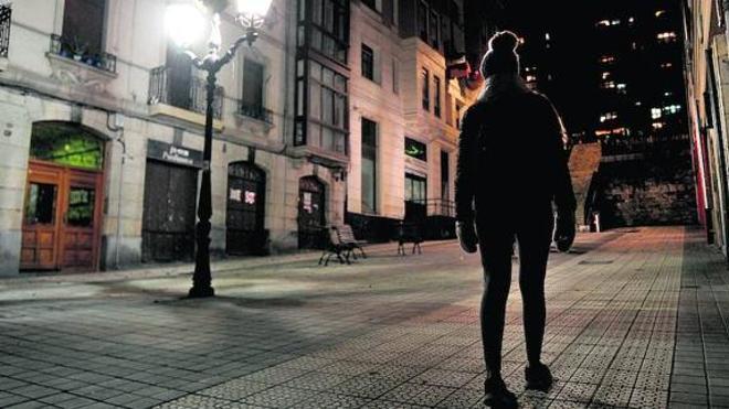 Dos jóvenes violaron a la chica drogada con burundanga en Bilbao y otro lo grabó