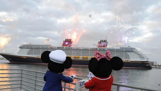 Mickey cambia el color del mar