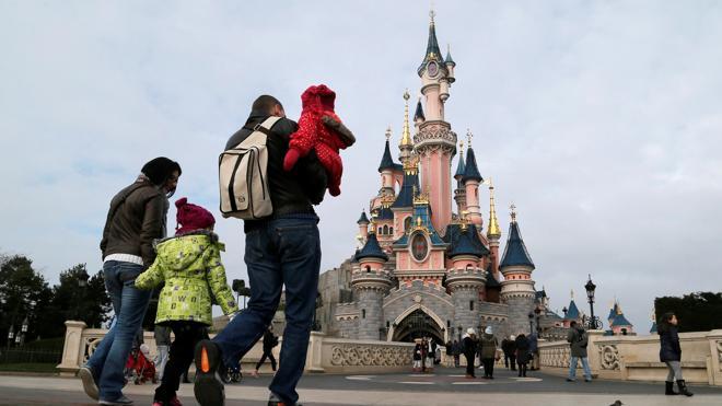 Disney quiere tomar el control de su parque temático en París