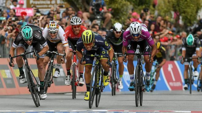 Caleb Ewan gana la séptima etapa del Giro