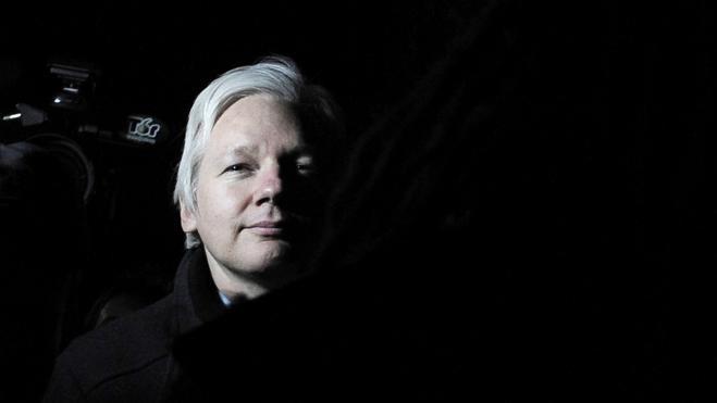 Julian Assange, ¿héroe de la transparencia o villano al servicio de Moscú?