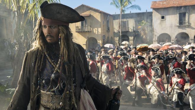 La nueva entrega de 'Piratas del Caribe' supera al terror de 'Déjame salir' y lidera la taquilla