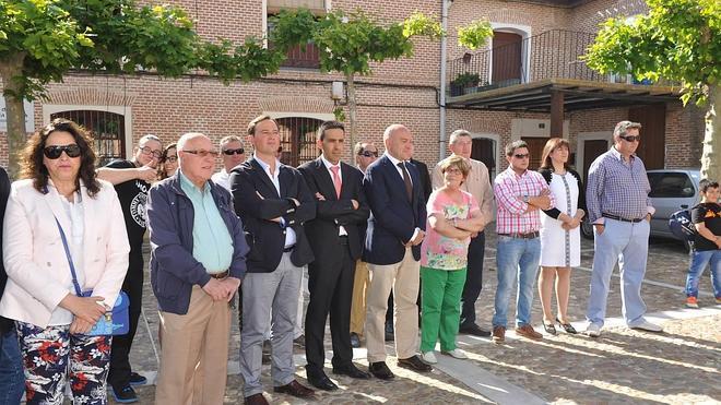 Carnero visita el nuevo edificio socio-culturale de Castrejón
