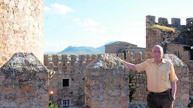 «En España hay 2.900 castillos en venta, se venden hasta por una peseta»