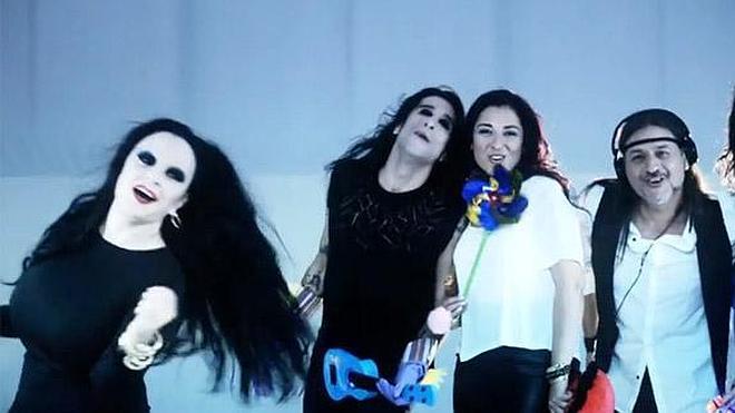 Camela estrena el videoclip 'No lo merezco', con la participación de Pedroche, Alaska y Mario