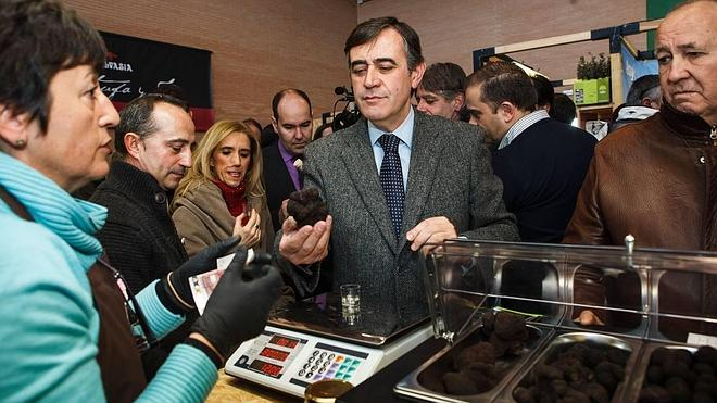 El sector de la truficultura reivindica en Abejar una marca para la trufa negra de España