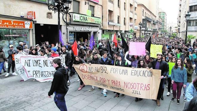 La movilización contra el decreto 3+2 desata la cólera de 2.000 estudiantes