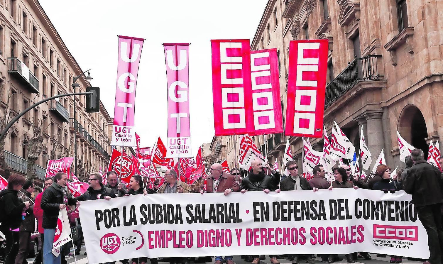 Cientos de salmantinos se manifiestan en contra de una política «para ricos»