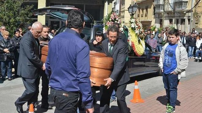 Multitudinario y emotivo adiós al minero fallecido en el pozo Salgueiro de Uminsa