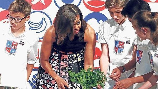 Michelle Obama reinvidica la educación y la comida sana en su viaje a Europa