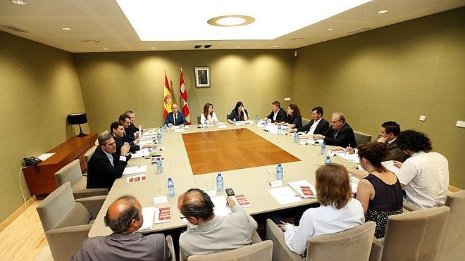 C's apoya al PP para que la Mesa de las Cortes pase de 5 a 6 miembros