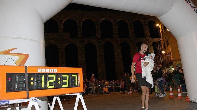 1.000 atletas desafían los cien kilómetros de la Madrid-Segovia