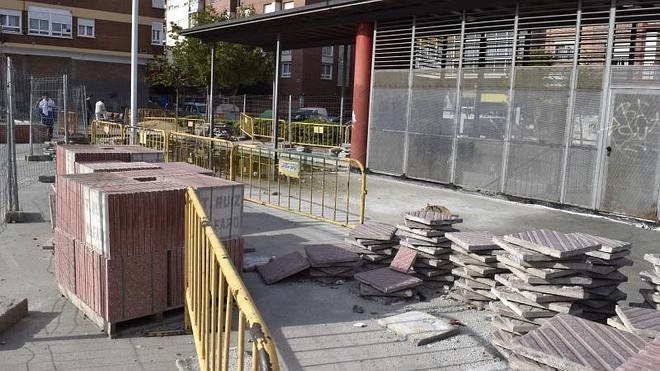 Retoman por fin las obras para rematar la plaza de Lola Herrera, en Delicias